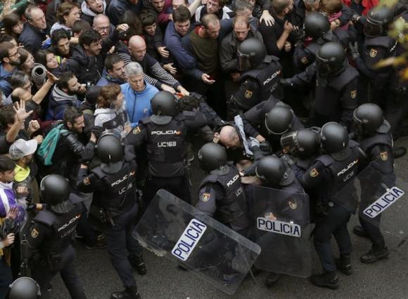Policía y Guardia Civil actúan ante la pasividad de los Mossos