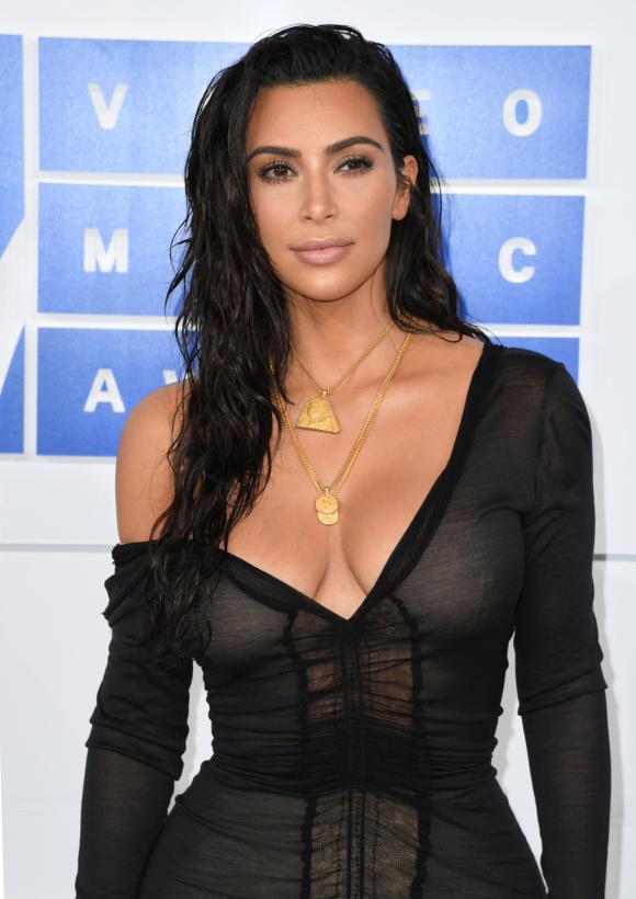 e01e9a95f Roban a Kim Kardashian en París joyas por varios millones de dólares  (policía)