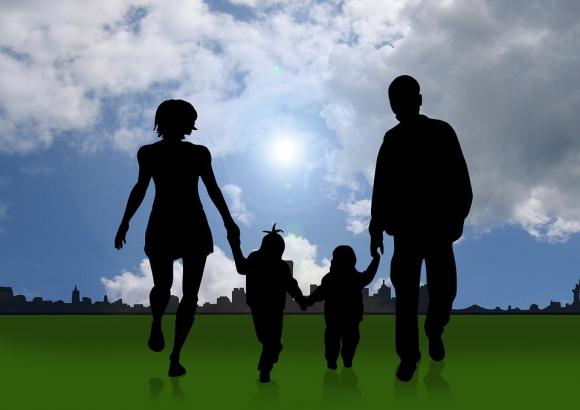 ¿Por qué la adopción en España tiene que ser un calvario para padres e hijos?