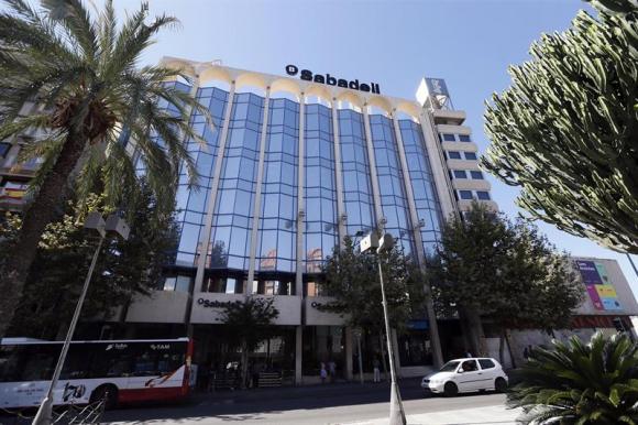 Noticias banco sabadell el sabadell canjea 420 millones en deuda por pisos para evitar - Pisos de banco en sabadell ...