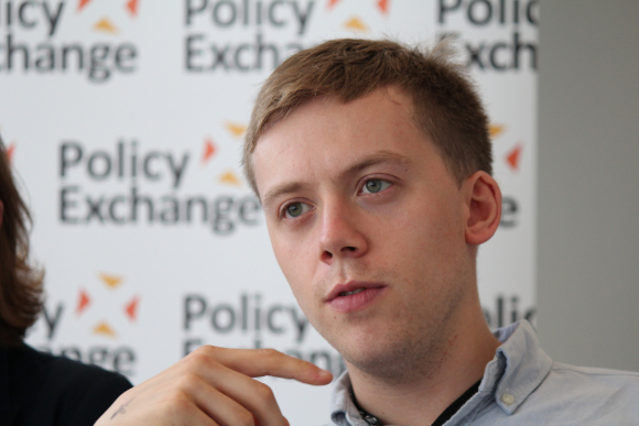 El columnista Owen Jones / Policy Exchange
