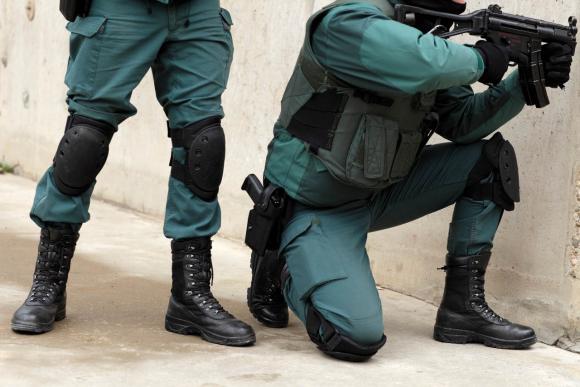 Las botas de la Guardia Civil y los antidisturbios