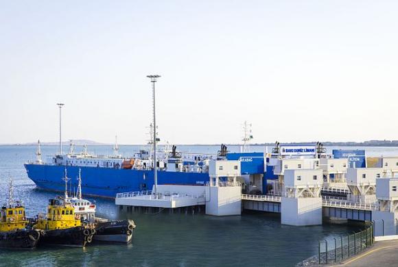 Nuevo puerto de Bakú / Karimsuleymanov