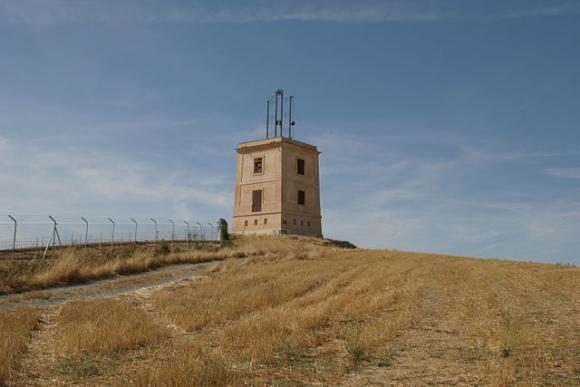 Torre de telégrafo restaurada de Arévalo, en Ávila (España) / Ignacio Cobos Rey