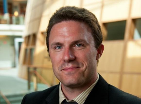 Brennan es autor ya de nueve libros.