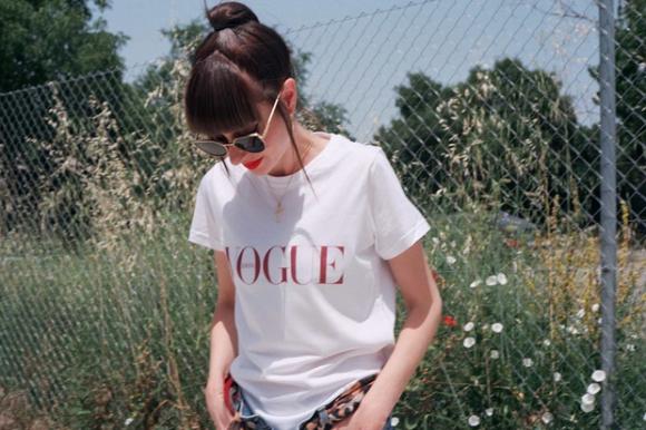 e4e5eaf6b745 Te quedaste sin la camiseta de Vogue  Aliexpress ya la vende todavía ...