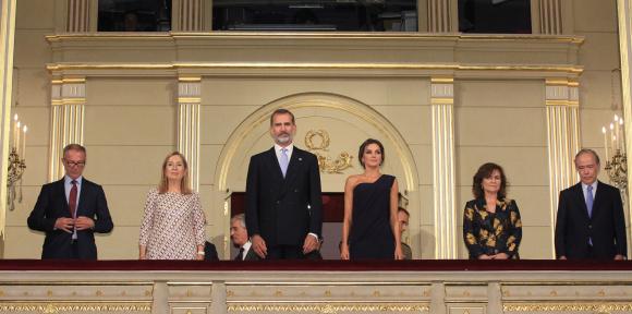 Los Reyes presidieron la inauguración de la temporada del Teatro Real, con 'Faust'