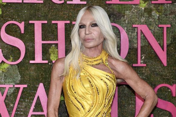3a7362994a307 Donatella Versace ha decidido vender la firma que fundó su hermano   EFE