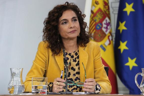 a8a534a70 Fotografía María Jesús Montero Hacienda frena el pago del IRPF a padres ...