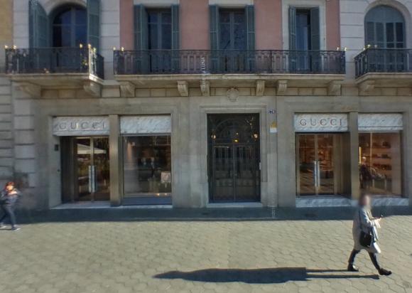 d1c4a19652e Alunizaje en Barcelona  entran a robar en la tienda de Gucci del Paseo de  Gracia.  Archivo