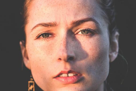 Como quitar las manchas dela cara producidas por la edad