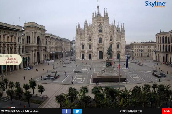 Pocos feligreses visitan la Catedral de Milán. / Captura