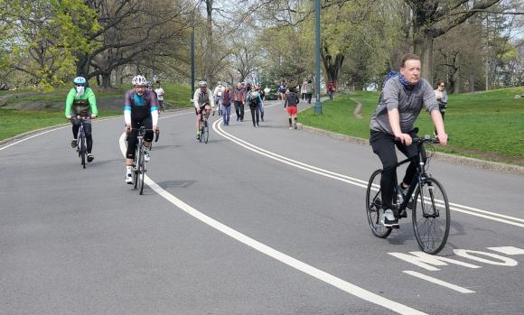 Esprint en el distanciamiento: la bici ya es un bien de primera necesidad en EEUU. / S. Pozzi