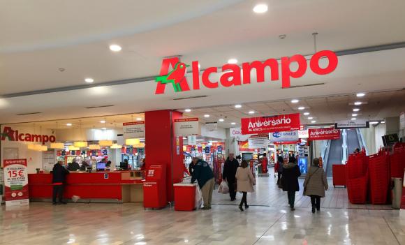 Imagen del interior de un establecimiento de Alcampo.