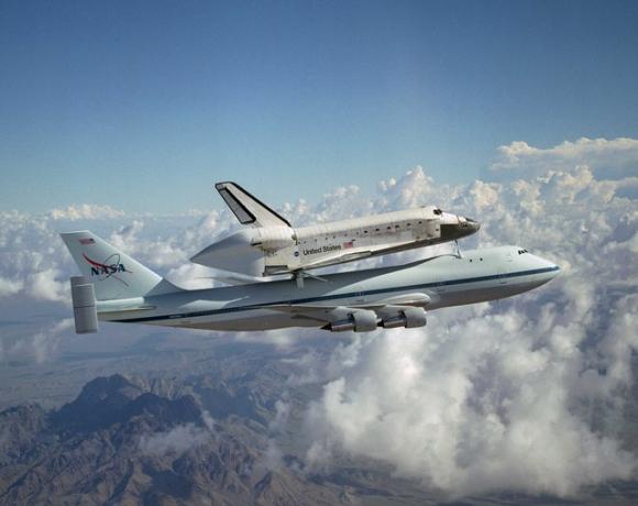 Un Boeing 747 transporta al transbordador espacial / Pixabay