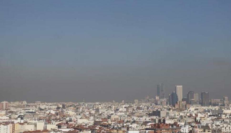 187c2104eeed0 La lluvia barrerá la  boina  de contaminación de Madrid el lunes ...