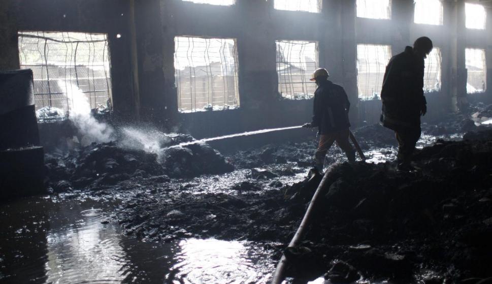 902d8bba6bb85 Unos 120 muertos en el incendio en una fábrica textil de Bangladesh