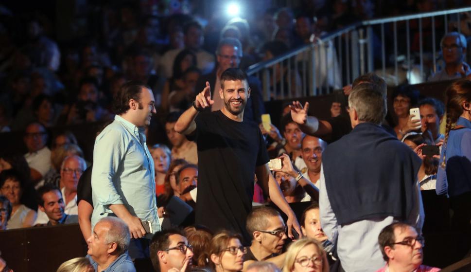 Gerard Piqué asiste con unos amigos al festival de Cap ...