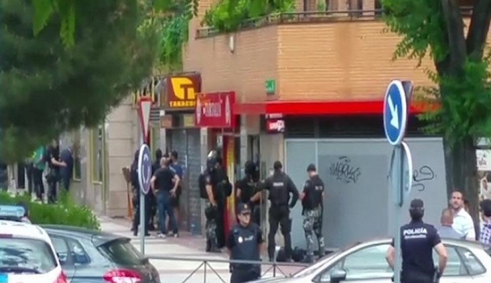 Un policía se atrinchera en un restaurante chino en Alcobendas ...