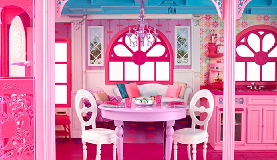39 occupy barbie dream house 39 la polic a proteger la casa de barbie y ken en berl n sociedad. Black Bedroom Furniture Sets. Home Design Ideas