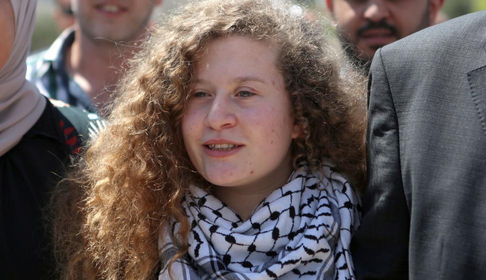 Israel libera a la joven icono de la resistencia palestina al cumplir 8 meses de prisión