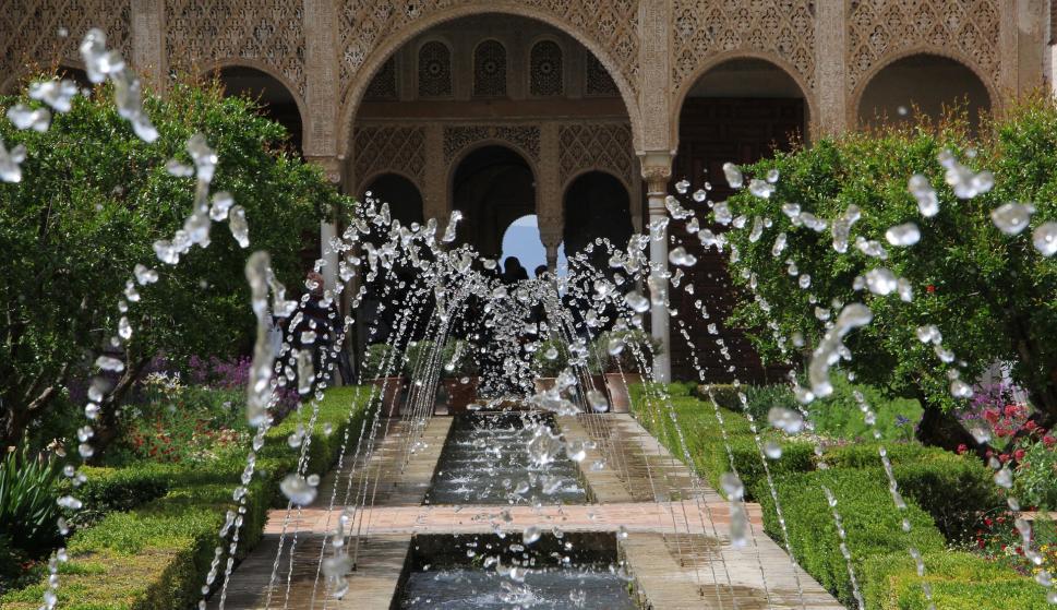 La Alhambra es uno de los grandes monumentos de España.