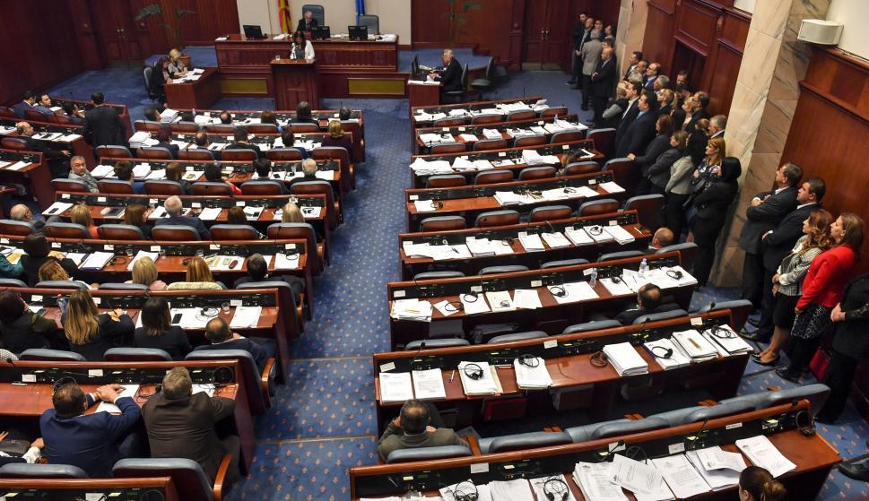 El Parlamento macedonio votó cambiar el nombre del país que se denominará oficialmente República de Macedonia del Norte según el acuerdo con Grecia. EFE / EPA / GEORGI LICOVSKI