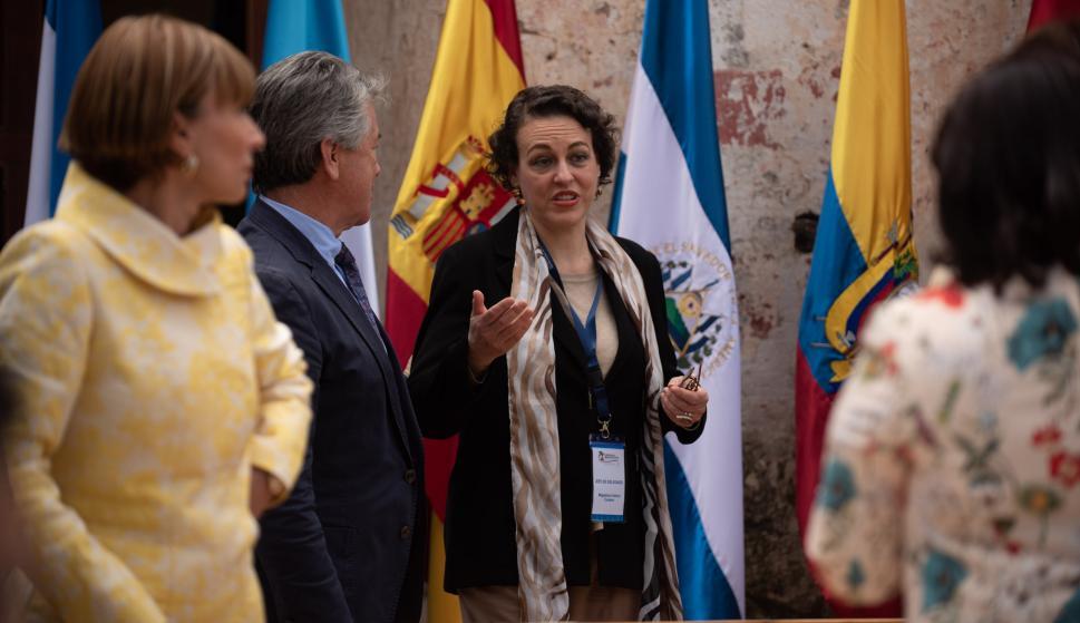 """Magdalena Valerio Cordero, ministra de Trabajo, Migraciones y Seguridad Social de España, habla en la apertura de la """"X Conferencia Iberoamericana de Ministros de Trabajo, Empleo y Seguridad Social"""" en Antigua (Guatemala). EFE"""