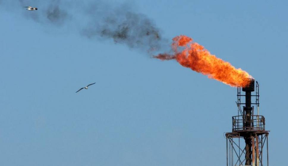 En la primera jornada, se vendieron en la Bolsa de Energía de Irán (IRENEX) 280.000 barriles de crudo (EFE)