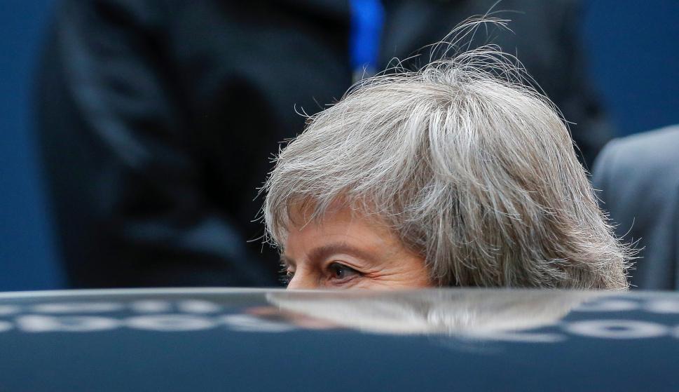 La primera ministra británica, Theresa May, abandona la cumbre de líderes de la UE en Bruselas (Bélgica). EFE/ Julien Warnand