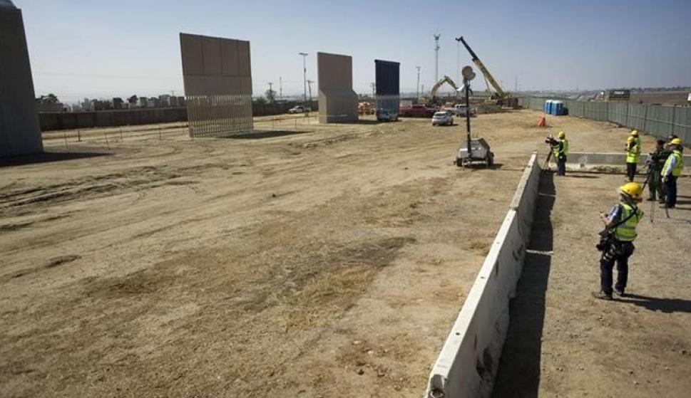 Prototipos de secciones del muro que planea levantar Trump (EFE)