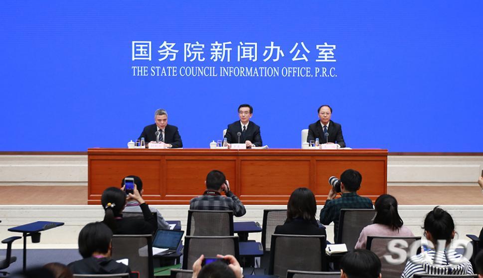 El vicepresidente del Tribunal Popular Supremo, al Presidente del Tribunal de Propiedad Intelectual, Luo Dongchuan, y al vicepresidente del Tribunal de Propiedad Intelectual, Wang Wei