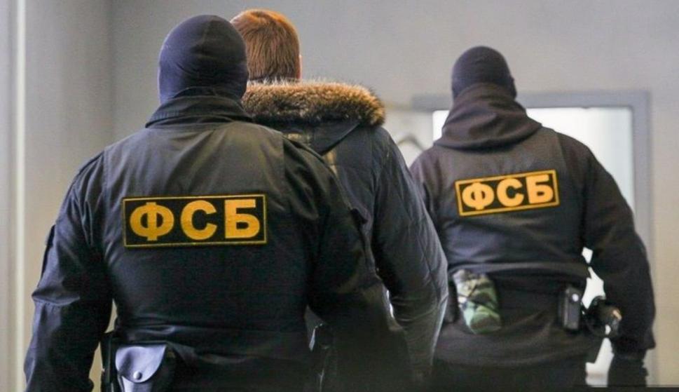 Imagen de archivo de agentes del FSB durante el traslado de un detenido (NTV.ru)