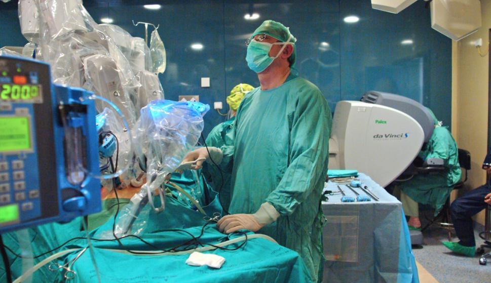 Imagen de una intervención quirúrgica empleando el robot Da Vinci (EFE)