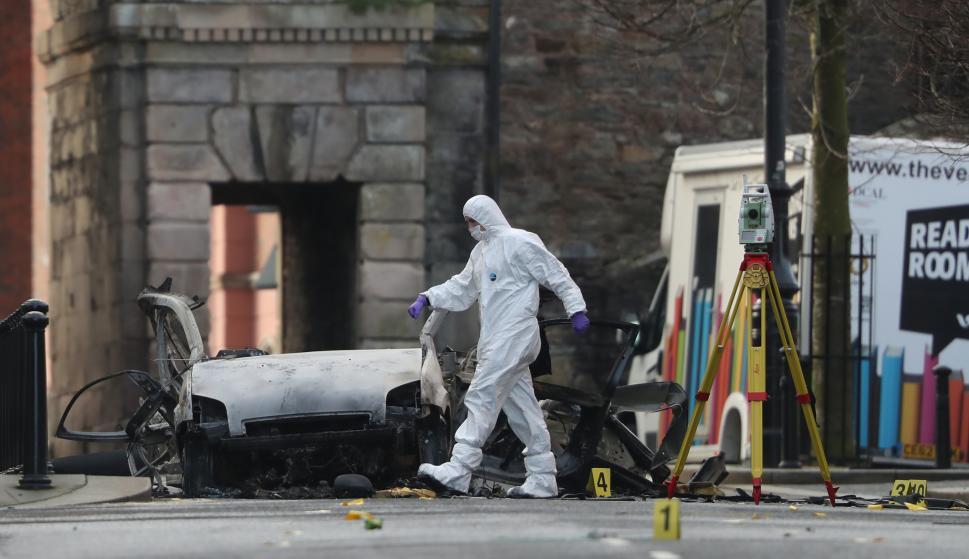 El coche bomba que estalló en la noche del sábado junto a los juzgados de Londonderry/Derry (Niall Carson/PA Wire/dpa/Europa Press)