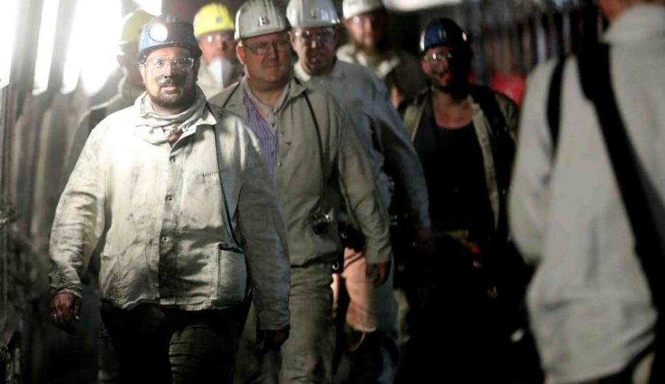 Mineros regresan de trabajar en la mina de carbón Prosper Haniel, en Alemania. (EFE / Archivo)