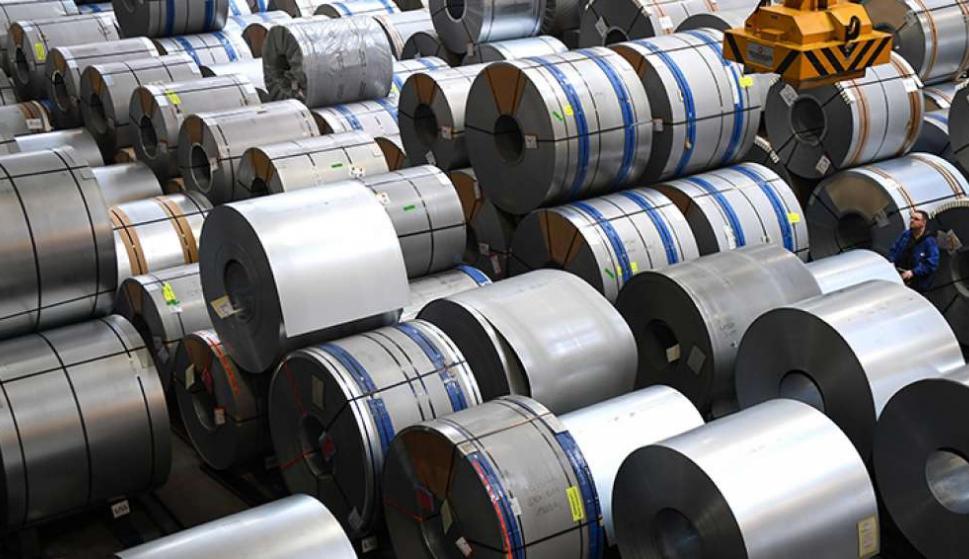 Bobinas de acero almacenadas en la planta de producción de la fabricante de automóviles alemana Volkswagen. Foto: EFE