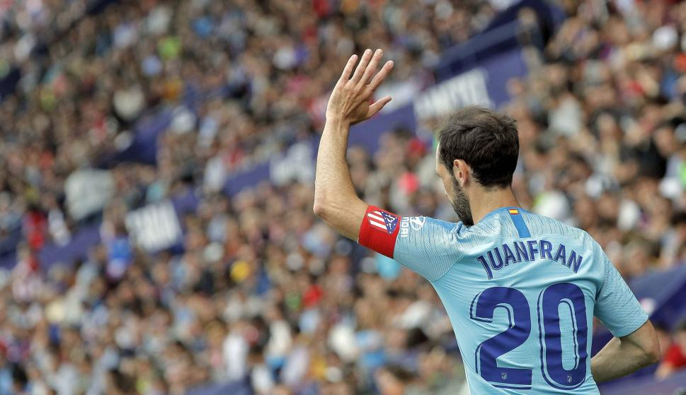 El Capitán del Atlético de Madrid, Juan Francisco Torres 'Juanfran', durante el partido contra el Levante. /EFE/Manuel Bruque