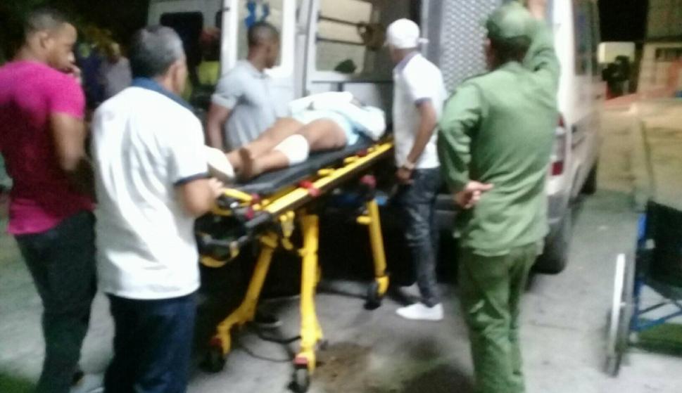 Los lesionados llegan al hospital. (FACEBOOK/RICARDO GÓMEZ)