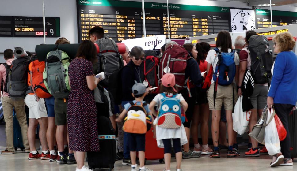 La huelga en Renfe obligó a cancelar 277 trenes de viajeros de los 601 que iban a circular. EFE/ Mariscal