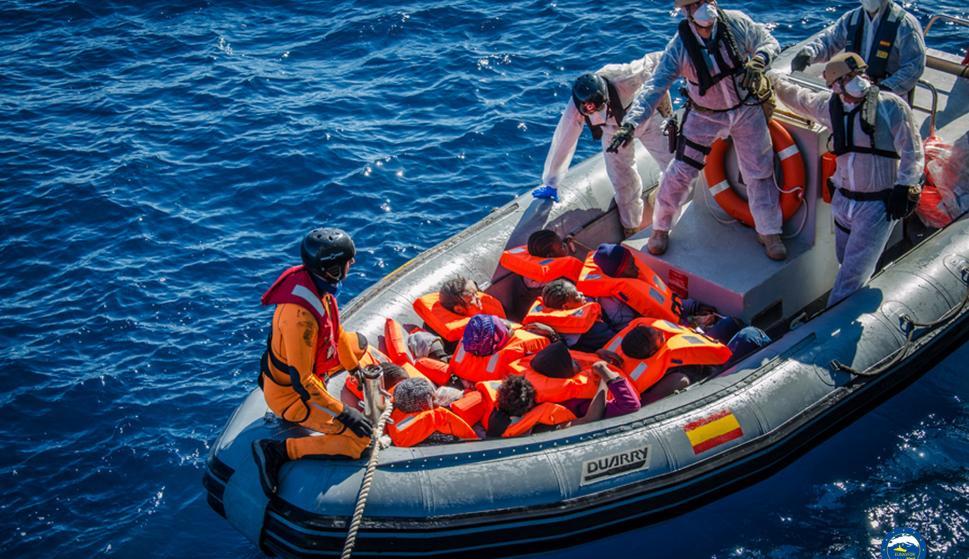 La primera operación de rescate que realizo la fragata española 'Numancia' . /Eunavfor