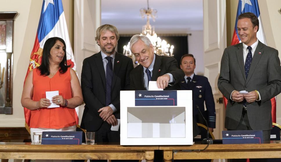 El presidente Sebastián Piñera tras aprobar la convocatoria. /EFE