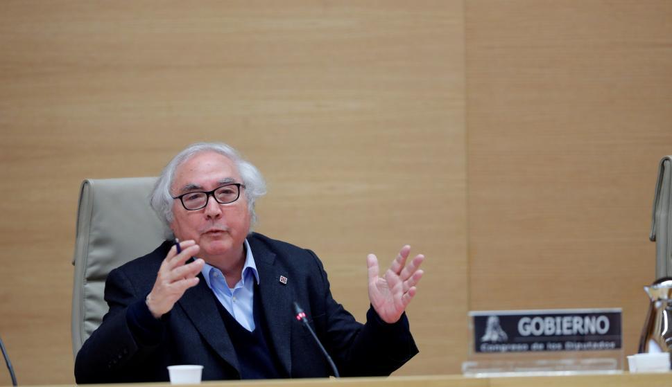 El ministro de Universidades, Manuel Castells, comparece ante la Comisión de Universidades del Congreso. /EFE/ Emilio Naranjo