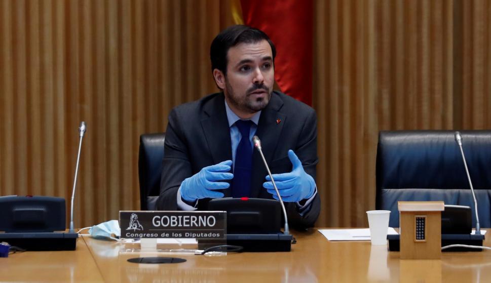 El ministro de Consumo, Alberto Garzón, durante su comparecencia este lunes ante la Comisión de Sanidad y Consumo del Congreso. /EFE/J.J. Guillén