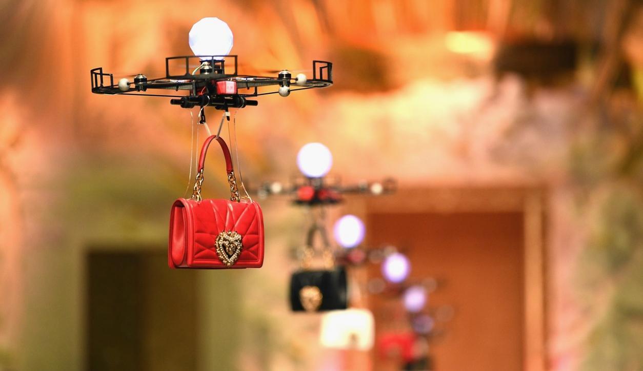 c385ea0cd2 Drones a los modelos? Dolce&Gabbana lo pone de moda - Moda y Belleza ...