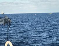 #UPDATE  Esa barca que se ve a lo lejos no es sino un cascarón de madera donde iban hacinadas aprox 350 hombres, mujeres y niños en peligro inminente de naufragio. Rescate en marcha. Transferimos a todos a buque de la armada.