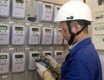 El Congreso reclama que las eléctricas compartan con clientes la información de los nuevos contadores