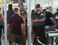Fotografía Control de Acceso en un aeropuerto / EFE