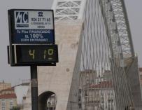 Las temperaturas continúan subiendo este lunes por la nueva ola de calor con máximas de hasta 42ºC