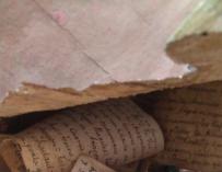 Fotografía del mensaje encontrado en la talla del Cristo en Burgos.